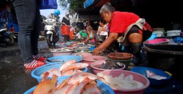 FOTO PASAR TRADISIONAL SEMARANG : Perdagangan Ikan Ungaran Bergairah