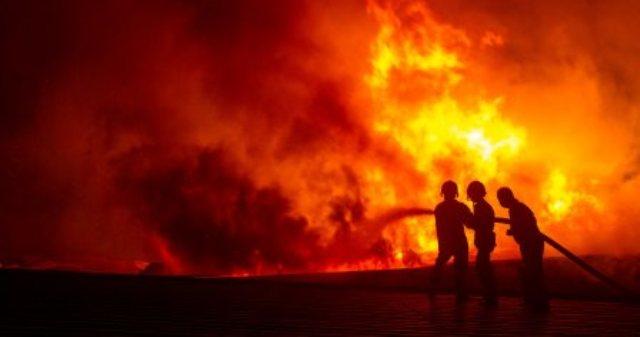 KEBAKARAN SOLO : Korsleting, Rumah di Samping Pombensin Gondang Terbakar