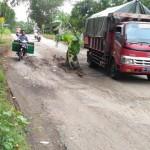 INFRASTRUKTUR KARANGANYAR : Jalan Jumapolo-Karanganyar Rusak, Sehari 3 Truk Terperosok