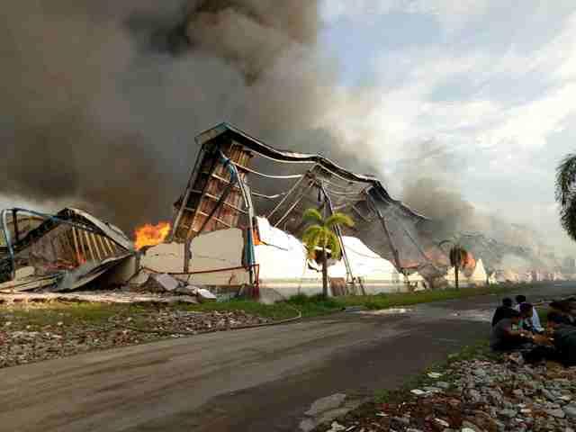KEBAKARAN SRAGEN : Pemadaman Api di Gudang PT Delta Merlin Butuh 4 Hari
