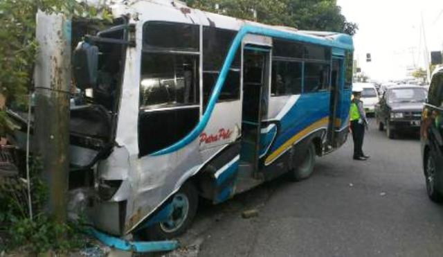 KECELAKAAN SEMARANG : Bus Tabrak Tiang di Gombel, 5 Penumpang Masuk RS