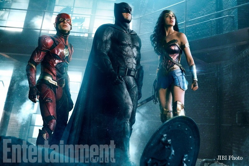 Warner Bross Pamer Penampilan Trio Justice League
