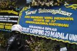 MAHASISWA UII MENINGGAL : Ucapan Duka Sesama Mapala di Depan Markas Mapala Unisi