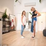 KISAH UNIK : Panjang Kaki 1,3 Meter, Model Australia Incar Rekor Dunia