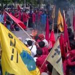 DEMO PONOROGO : Mahasiswa Berunjuk Rasa Tolak Kebijakan Pemerintah