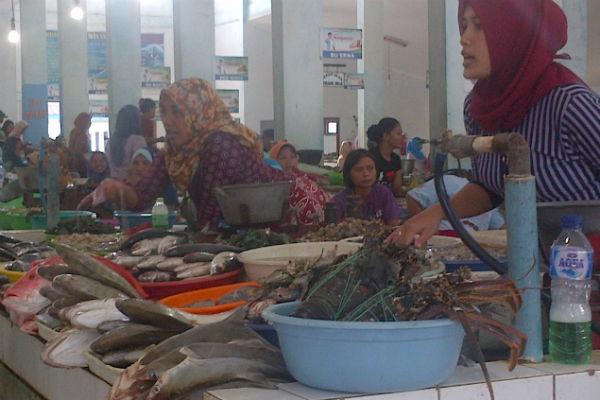 LIBUR AKHIR TAHUN : Harga Ikan Laut di Pantai Depok Melambung