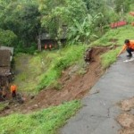 BENCANA BOYOLALI : Retakan Jalan Dlingo Ancam 6 Rumah Warga