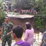 INFRASTRUKTUR BOYOLALI : Anak Sungai Serang Meluap, Jembatan Bandung-Kedungpilang Putus