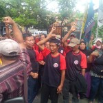 PILKADA 2017 : Datangi Bawaslu Jateng, Puluhan Warga Pati Minta Pilkada Ditunda