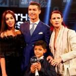 Ronaldo Pamerkan Pacar ke Publik