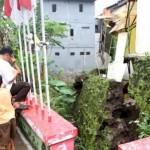 BENCANA SOLO : Talut Ambrol Ancam Belasan Rumah di Perumahan Puncak Solo Residence