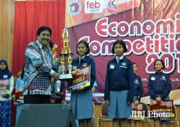 KAMPUS DI SALATIGA : SMA Taruna Nusantara Rajai Economic Competion FEB UKSW