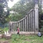 CAGAR BUDAYA SOLO : Tugu PB X di Bawah Jembatan Mojo Ambrol
