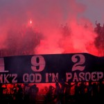 Aksi suporter Pasoepati saat mendukung Persis Solo melawan Persekap Pasuruan dalam laga Divisi Utama LPIS di Stadion Manahan, Solo. (JIBI/SOLOPOS/Agoes Rudianto)