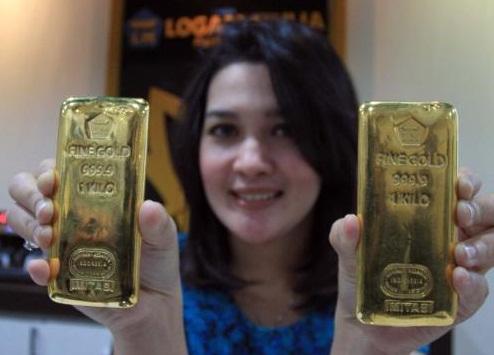 Ilustrasi emas batangan Antam. (Paulus Tandi Bone/JIBI/Bisnis)