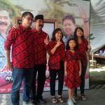 PILKADA SALATIGA : Jelang Pemungutan Suara, Rudi dan Keluarga Salat Hajat Berjemaah