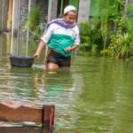 Waspada Banjir, Warga Bantaran Sungai Mojolaban Sukoharjo Amankan Barang Berharga
