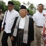 Ketua Umum MUI Ma'ruf Amin (tengah) berjalan sebelum mengikuti sidang lanjutan kasus dugaan penistaan agama di Auditorium Kementerian Pertanian, Jakarta, Selasa (31/1/2017). (JIBI/Solopos/Antara/Reno Esnir).