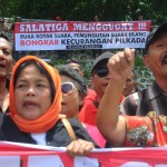FOTO PILKADA SALATIGA : Tuduhan Pilwakot Curang Picu Demo