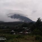 Pemandangan Gunung Lawu berselimut awan dilihat dari jalan tembus Tawangmangu, Karanganyar. Foto diambil awal Februari 2017. (Kurniawan/JIBI/Solopos)