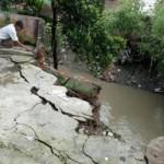 LONGSOR SOLO : Rumah Warga di Pinggir Kali Jenes Pajang Terkena Longsor