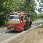 TRANSPORTASI WONOGIRI : Penumpang Sampai Bergelantungan di Pintu, Sopir Mikrobus Ditegur Kapolres