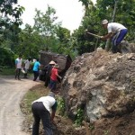 WISATA WONOGIRI : Tingkatkan Keamanan Pengunjung, Warga Sendang Perbaiki Akses Menuju Watu Cenik