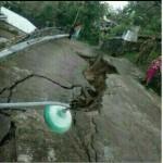 INFRASTRUKTUR KARANGANYAR : Jalan Desa Kadipiro Ambles Sepanjang 50 Meter