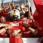 Tim Ferrari merayakan kemenangan. (JIBI/REUTERS/Mark Horsburgh)