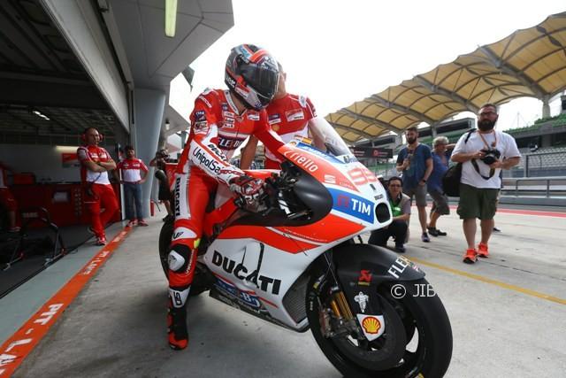 MOTO GP 2018 : Lorenzo Dituntut Lebih Cepat di Tikungan