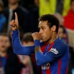 Ronaldinho Sejajarkan Neymar dengan Ronaldo dan Messi