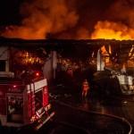 FOTO KEBAKARAN SEMARANG : Begini Dahsyatnya Api di Tanjung Emas