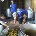 LONGSOR PONOROGO : Masak Hampir 24 Jam, Setiap Hari 3.000 Bungkus Nasi Disediakan