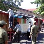 PENATAAN PKL SOLO : Ditempatkan di Pasar Klewer, Kios PKL Jl. Hasyim Ashari Dibongkar