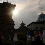 FOTO WISATA KUDUS : Masjid Menara Kudus Sasaran Peziarah