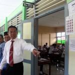 Wabup Dedy Endriyatno melihat pelaksanaan UN di SMPN 3 Sragen, Selasa (2/5/2017). (Tri Rahayu/JIBI/Solopos)