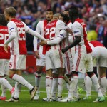 Para pemain Ajax Amsterdam merayakan gol. (JIBI/Reuters/Michael Kooren)