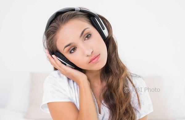 Mengungkap Manfaat Psikologis Mendengarkan Lagu Galau