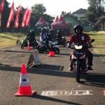 TRANSPORTASI SEMARANG : Honda Latih 1.800 Rider Ojek Online, Ini Manfaatnya...