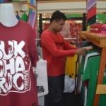 Pelaku Usaha Ini Promosikan Ikon Sukoharjo Lewat Kaus Oblong