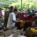 Diberi Tanda Setelah Beli, Warga Nekat Antre 2 Kali di Pasar Murah Karanganyar