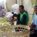 LEBARAN 2017 : Penjual Selongsong Ketupat Mulai Bermunculan di Pasar Tradisional Solo