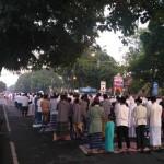 LEBARAN 2017 : Ribuan Warga Sragen Salat Id di Jalan Solo-Ngawi