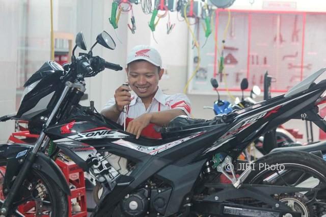 Mekanik Honda Siap Kawal Sepeda Motor Pemudik Agar Fit Setiap Saat