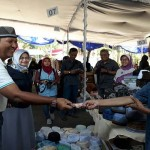 RAMADAN 2017 : Pasar Murah Phapros Diserbu Warga