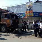 Rem Blong, Truk Batu Bata Tabrak 4 Sepeda Motor di Bangjo Mojosongo