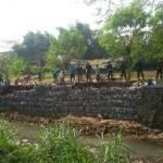 Kodim 0723/Klaten Bantu Cegah Banjir dengan Pasang Bronjong di 3 Sungai