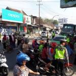 Suasana kepadatan dan kemacetan di depan Pasar Ampel Boyolali, Sabtu (24/6/2017). (Hijriyah Al Wakhidah/JIBI/Solopos)