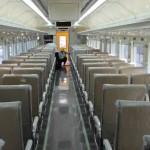 Petugas PT Inka mengecek kondisi kereta api seri terbaru K3 2017 Ekonomi Premium pesanan PT KAI, beberapa waktu lalu. (Abdul Jalil/JIBI/Madiunpos.com)