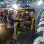 Panser Biru Bagi-Bagi Takjil, Netizen Menyanjung